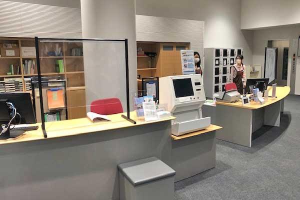飛沫感染防止スタンド 導入事例 図書館